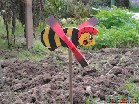 Petelin, lesen vrtljiv za na vrt, dekoracija vrta, vrtna vetrnica