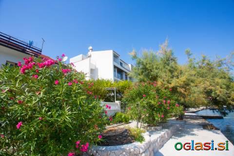 Apartmani 10 m od mora u blizini Trogira