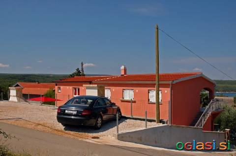 Oddam hišo z več stanovanji v bližini ZADAR-KARIN GORNJI