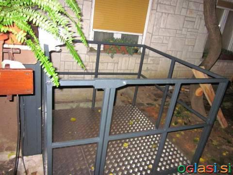 Hišno - invalidsko dvigalo, invalidski voziček