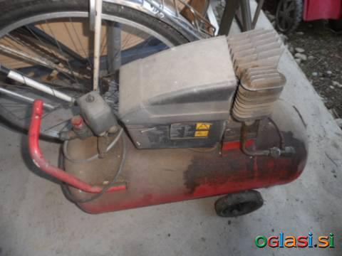 Kosilnica po delih motor posebej ter ohišje posebej